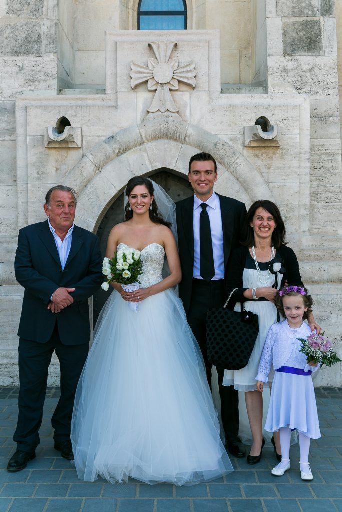 Fábry Sándor esküvői csoportképen a Mátyás templomban - Birta Fotó