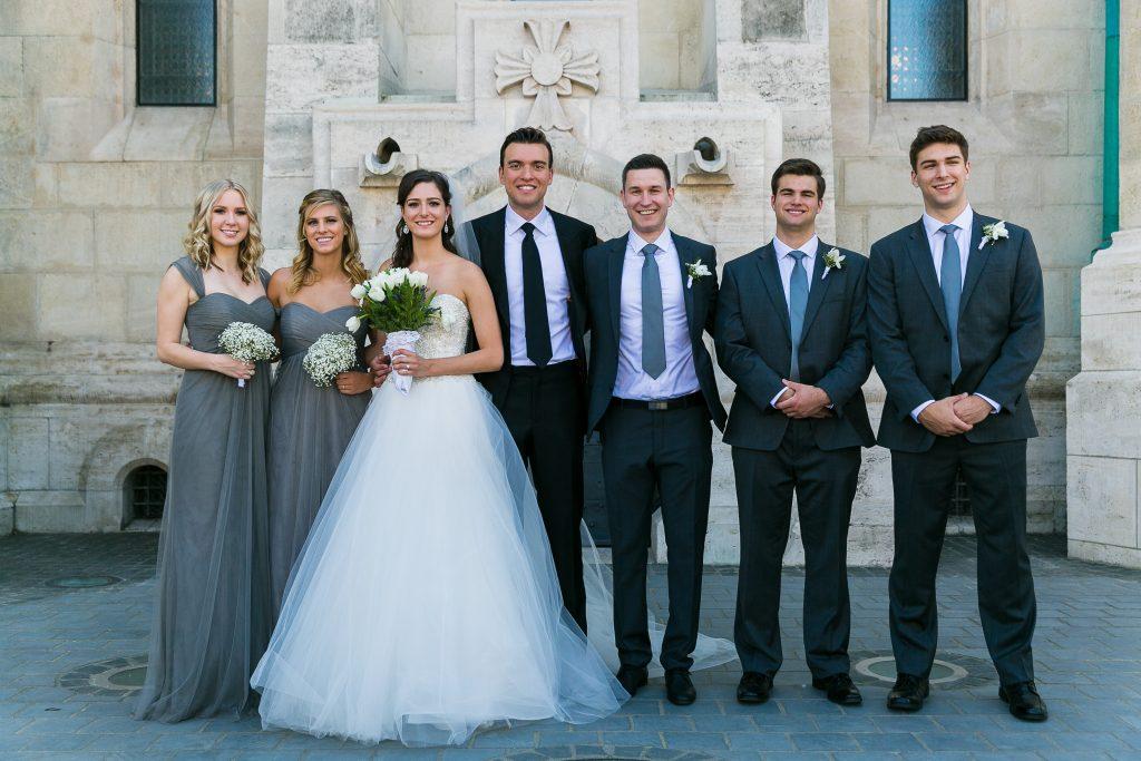 Mátyás templom esküvői csoportkép koszoruslányokkal - Birta Fotó